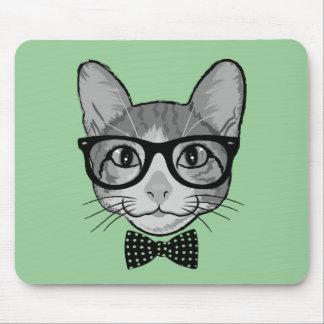 Inconformista del gato con la pajarita de los alfombrillas de ratón