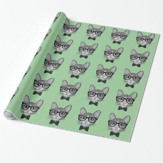 Inconformista del gato con la pajarita de los papel de regalo
