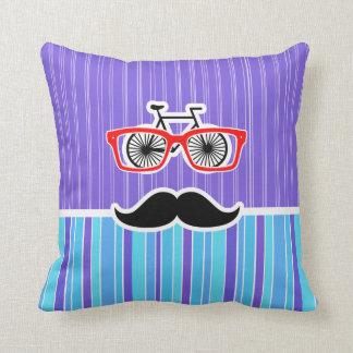 Inconformista divertido; Rayas azules y púrpuras Almohada