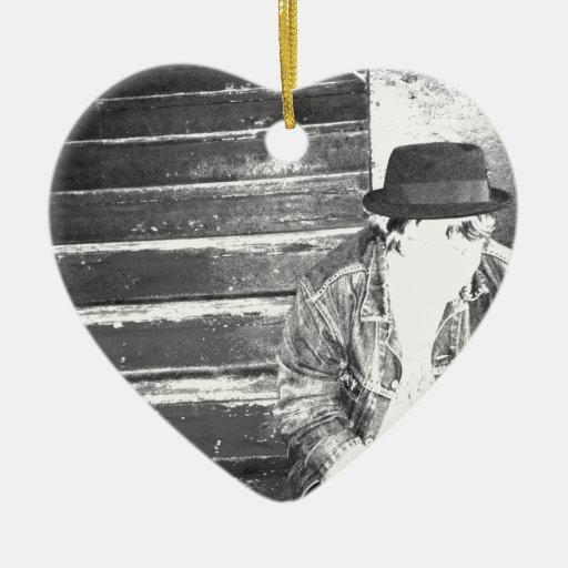 Inconformista solitario adorno de cerámica en forma de corazón