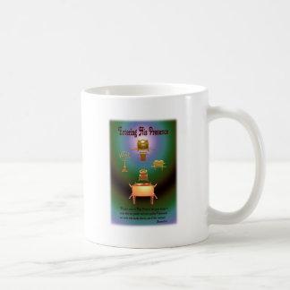Incorporar su presencia taza de café