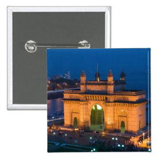 INDIA, Mumbai (Bombay): Gateway of India / Button
