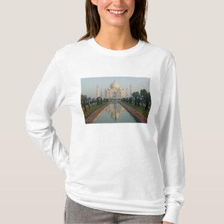 INDIA, Uttar Pradesh, Agra: Taj Mahal, Morning T-Shirt