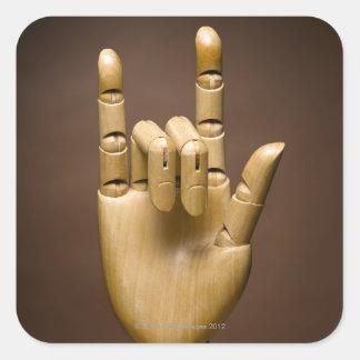 Índice de madera de la mano y pequeño dedo pegatina cuadrada