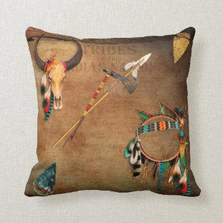 Indio de la punta de flecha del cráneo del búfalo cojín decorativo