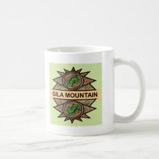 Indio del nativo americano de la montaña del Gila Taza Básica Blanca