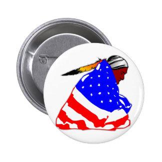 Indio del nativo americano envuelto en bandera ame pin