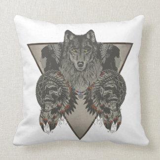 Indios cráneo y diseño del lobo cojín decorativo