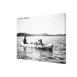 Indios del Ojibwa que cruzan el lago en fotografía Lona Envuelta Para Galerias