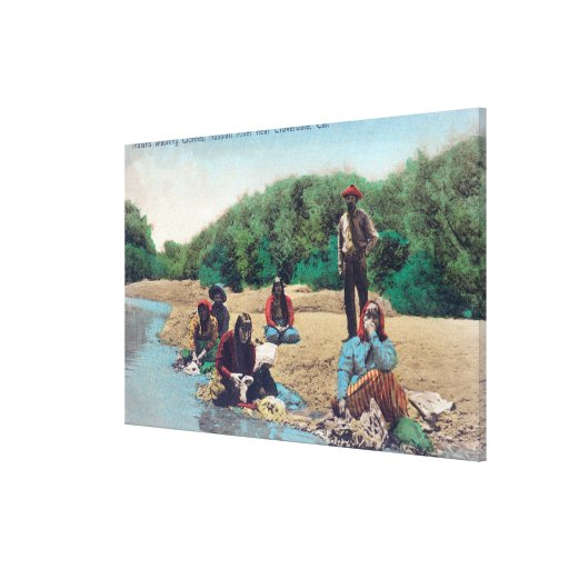 Indios que lavan la ropa en el río ruso impresiones en lona