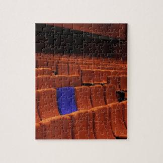 Individuo azul del asiento del teatro del cine puzzle