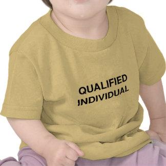 Individuo calificado camisetas