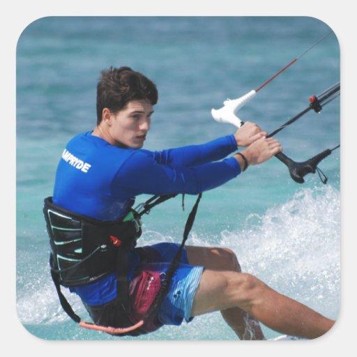 Individuo de Kitesurfing Calcomanía Cuadrada Personalizada