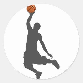 Individuo de la mosca del baloncesto etiqueta redonda