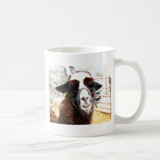 Individuo de la sonrisa taza de café
