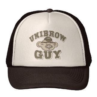 Individuo de Unibrow con el gorra