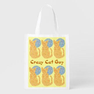 Individuo loco de encargo anaranjado del gato y bolsas para la compra