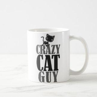 Individuo loco del gato taza