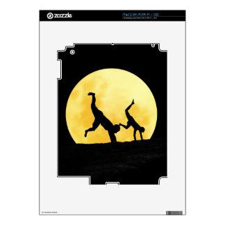 Individuos y la Luna Llena Calcomanía Para El iPad 2