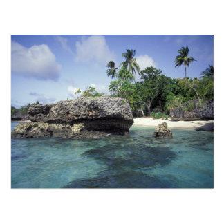 Indonesia. Formaciones de roca a lo largo de la Tarjeta Postal
