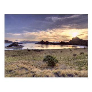 Indonesia, parque nacional de Komodo. Puesta del s Postales