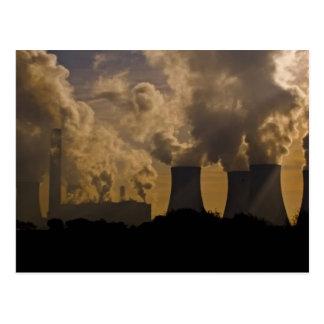 Industria que contamina la atmósfera tarjetas postales