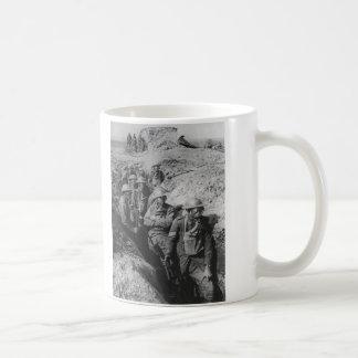 Infantería australiana que lleva respiradores de l tazas de café