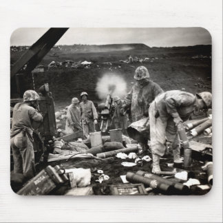 Infantes de marina de WWII LOS E.E.U.U. en Iwo Jim Tapete De Raton