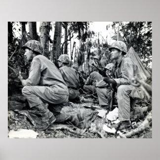 Infantes de marina de WWII LOS E.E.U.U. en Peleliu Póster