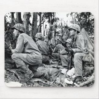 Infantes de marina de WWII LOS E.E.U.U. en Peleliu Alfombrilla De Ratón