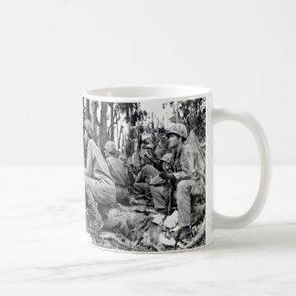 Infantes de marina de WWII LOS E.E.U.U. en Peleliu Taza De Café