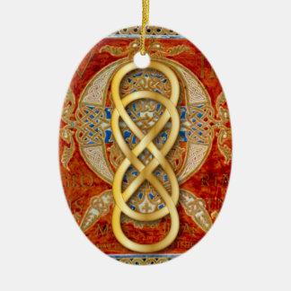 Infinito doble en oro en el manuscrito - ornamento ornatos