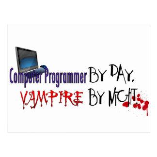 Informático por día, vampiro por noche postal