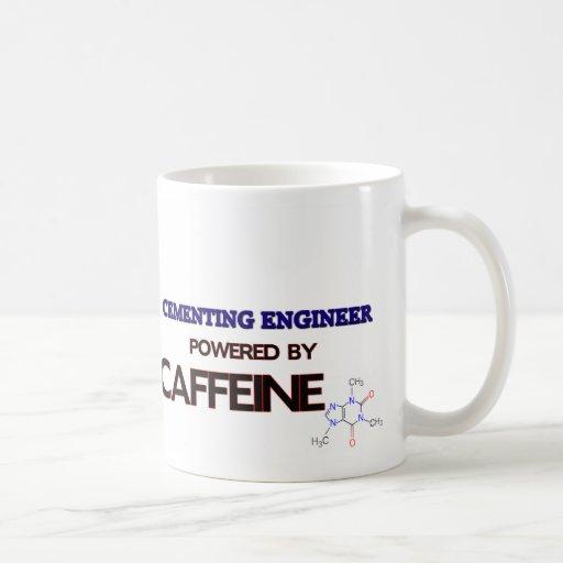 Ingeniero de cementación accionado por el cafeína tazas de café