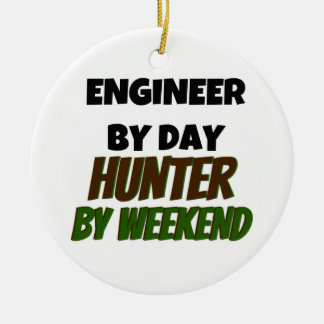 Ingeniero del cazador del día por fin de semana adorno navideño redondo de cerámica