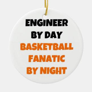 Ingeniero del fanático del baloncesto del día por adorno navideño redondo de cerámica