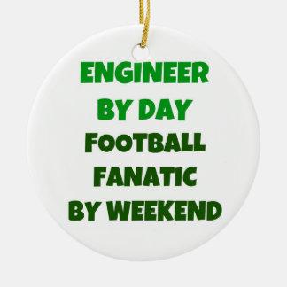 Ingeniero del fanático del fútbol del día por fin adorno navideño redondo de cerámica