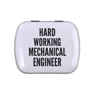 Ingeniero industrial de trabajo duro frascos de caramelos