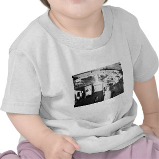 Ingeniero locomotor del vintage dentro del taxi camisetas