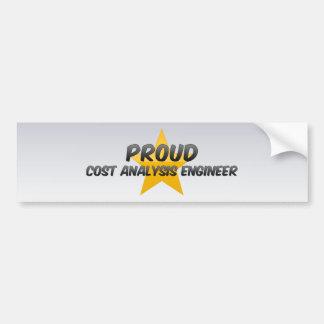 Ingeniero orgulloso del análisis de coste pegatina de parachoque
