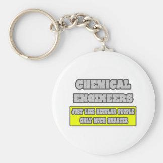 Ingenieros químicos… mucho más elegantes llavero redondo tipo pin