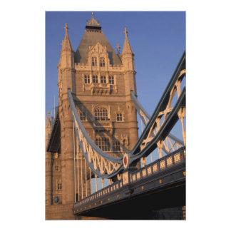 Inglaterra, Londres, el puente de la torre Cojinete