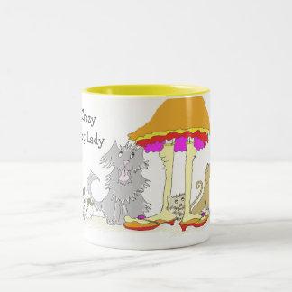 Ingresos a señora loca Mug del perro de la caridad Taza De Café De Dos Colores