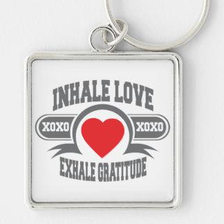 Inhale el amor, exhale la gratitud llavero cuadrado plateado