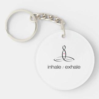 Inhale exhalan - estilo regular negro llavero redondo acrílico a una cara