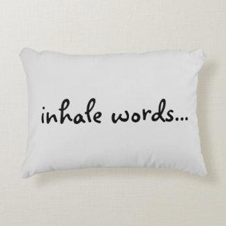"""""""Inhale las palabras…"""" Almohada cepillada del Cojín"""