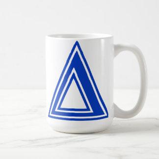 Inicial azul del monograma del delta griego de la  taza básica blanca