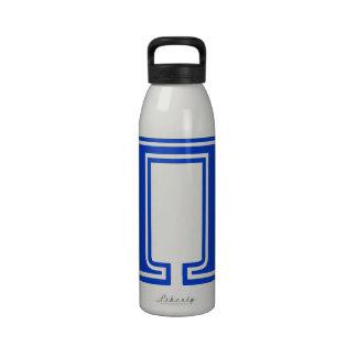 Inicial azul griega del monograma de la letra pi botella de agua