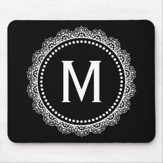 Inicial blanco y negro del personalizado del medal mousepads