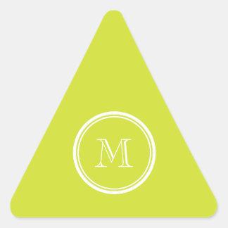 Inicial coloreada parte alta del monograma de la pegatina triangular